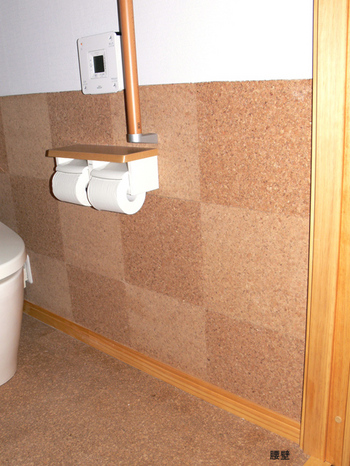 トイレの床面、壁材素材を納品しました。