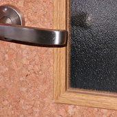 コルクのドアはいかがですか。