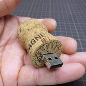使用済みシャンパン栓で作ったUSBメモリケース