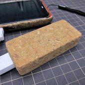 コルク貼りのモバイルバッテリーケースを作りました。