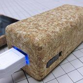 コルク貼りの大容量モバイルバッテリーケースを作りました。