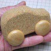 コルクで自動車を作りました。
